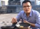 Xem cảnh rán trứng và thịt chỉ nhờ sức nóng gần 40 độ C ở ngoài trời Hà Nội