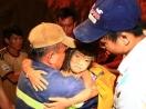 Nghẹt thở giải cứu bé gái mắc kẹt dưới giếng sâu 80m