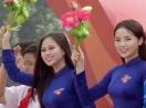 Chân dung cô gái đứng cạnh Kỳ Duyên trong lễ diễu hành 2/9
