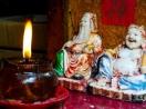 Bài trí bàn thờ Thần Tài Ông Địa thế nào để hút may mắn, tài lộc?