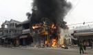 Cháy cửa hàng điện tử - điện lạnh, hàng trăm người dân hoảng loạn
