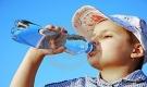 Những loại nước bố mẹ nên và không nên cho con uống hàng ngày, nhất là trong ngày hè