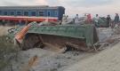 Nóng: Lật tàu hỏa ở Thanh Hóa, ít nhất 10 người thương vong