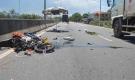 Váy chống nắng bị cuốn vào bánh xe máy, 2 người gặp tai nạn thương vong