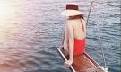 'Bà mẹ 2 con' Tăng Thanh Hà khoe lưng trần gợi cảm với áo tắm