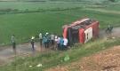 HN: Xe khách bay từ cao tốc xuống đường gom, hơn 20 người gặp nạn