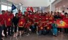 """""""Tiếp lửa"""" chung kết AFF Cup: Sân bay rực sắc đỏ, fan mang băng rôn 'Park Hang Seo - Em yêu Chú'"""