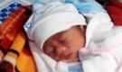 Phát hiện bé gái sơ sinh bị bỏ lại trong thùng giấy đặt trước nhà