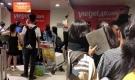 Hành khách 'muốn đập điện thoại' sau chục cuộc gọi không thể liên lạc với tổng đài Vietjet