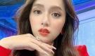 Hương Giang đăng ảnh nhan sắc xinh đẹp tiện khoe khéo chiếc nhẫn kim cương 'khủng'