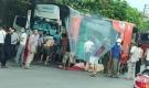 Ninh Bình: Xe khách mất lái lật giữa quốc lộ, đè tử vong cụ bà đi xe đạp điện