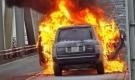 Xe sang Range Rover bốc cháy ngùn ngụt trên cầu