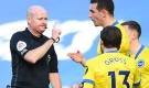 Khó tin: Trọng tài 2 lần 'bẻ còi', Ngoại hạng Anh dậy sóng