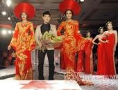 http://xahoi.com.vn/minh-trieu-quanh-dy-dien-vay-long-phung-kieu-sa-cua-ntk-ngoc-long-200350.html