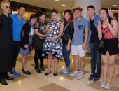 http://xahoi.com.vn/top-8-vietnam-idol-den-nha-tham-hoi-ba-bau-thu-minh-210692.html