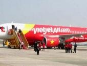 http://xahoi.com.vn/phat-khach-mang-tiep-vien-hang-khong-bon-may-mat-day-4-trieu-218937.html