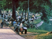 http://xahoi.com.vn/chum-anh-ha-noi-giai-doan-1991-1993-qua-nhung-buc-anh-lich-su-244948.html