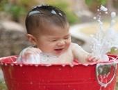 http://xahoi.com.vn/bo-anh-nhung-khoanh-khac-ngo-nghinh-khi-be-tam-250163.html