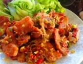 http://xahoi.com.vn/thit-heo-chien-sot-toi-ot-dan-da-dua-com-252657.html