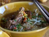 http://xahoi.com.vn/mi-suon-heo-tu-nau-thom-lung-cho-bua-sang-255540.html