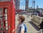 http://xahoi.com.vn/8-thanh-dia-cho-tin-do-nghien-selfie-o-london-255687.html