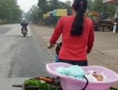 http://xahoi.com.vn/xuc-dong-hinh-anh-me-ban-rau-bo-con-trong-thau-dap-xe-di-muon-noi-260567.html