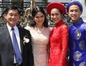 http://xahoi.com.vn/bo-me-chong-sao-viet-gay-choang-vi-tang-dong-ho-ngan-do-trang-suc-tien-ty-264216.html