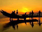 http://xahoi.com.vn/khong-the-tuong-tuong-binh-minh-tren-bien-xu-thanh-lai-dep-the-nay-274658.html