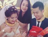 http://xahoi.com.vn/nghe-an-cap-doi-deo-vang-triu-co-duoc-tang-xe-hoi-biet-thu-tai-dam-cuoi-275096.html
