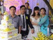 http://xahoi.com.vn/nang-dau-hanh-phuc-nhat-qua-dat-khi-bo-chong-lai-xe-don-dau-me-chong-leo-2-tang-lau-be-com-cu-280391.html