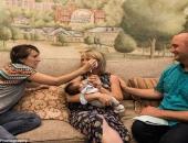 Câu chuyện xúc động đằng sau bức ảnh về hai người mẹ