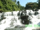 http://xahoi.com.vn/den-voi-dak-nong-xu-so-cua-nhung-ngon-thac-thieng-dep-quen-sau-301613.html