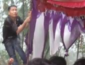 http://xahoi.com.vn/dam-cuoi-ngay-bao-trai-trang-thay-nhau-giu-rap-cho-khoi-bay-mat-de-moi-nguoi-yen-tam-an-co-306469.html