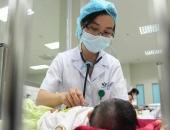 Tự ý uống kháng sinh, truyền dịch khi bị sốt virus, bác sĩ cảnh báo: Sai lầm tai hại!