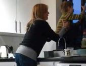 Con trai đang bình thường bỗng hóa điên, mẹ sốc nặng phát hiện nguyên nhân ngay trong nhà mình