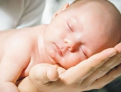"""""""Hãy cho hai ta 6 tuần mẹ nhé"""", bức thư gửi mẹ của bé sơ sinh khiến hàng triệu người rơi nước mắt"""