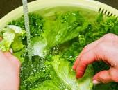 Rửa rau như thế nào để loại bỏ thuốc trừ sâu gây hại