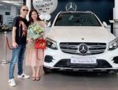 Tặng vợ xe hơi 2,3 tỷ, người chồng bất ngờ vì được vợ tặng lại xế khủng giá gấp đôi