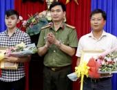 http://xahoi.com.vn/3-nguoi-dan-giup-cong-an-pha-vu-thi-the-trong-khoi-be-tong-duoc-thuong-331712.html