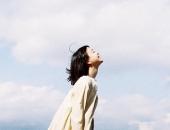 https://xahoi.com.vn/4-bai-hoc-dat-gia-giup-phu-nu-giu-duoc-su-binh-yen-trong-tam-hon-vung-vang-truoc-moi-song-gio-cuoc-doi-344385.html