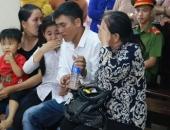https://xahoi.com.vn/huynh-de-tuong-tan-vi-mau-thuan-khien-me-gia-khoc-can-nuoc-mat-noi-cong-duong-355703.html