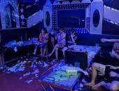 https://xahoi.com.vn/chu-quan-karaoke-o-vinh-phuc-ru-nhom-ban-bay-lac-giua-mua-dich-cong-an-kiem-tra-lien-dong-cua-co-thu-374584.html