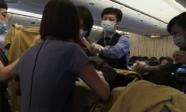 Trở dạ rồi sinh con ở độ cao 10.000m, bà mẹ nhẫn tâm làm một việc khiến nhiều người phẫn nộ