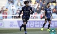 Incheon United - Ulsan: 2 thẻ đỏ, 3 bàn thắng và nỗ lực của Công Phượng