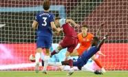 Chelsea lỡ cơ hội vào top 3 trong trận VAR gây tranh cãi