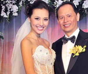 Chân dung vợ 'ông trùm' quyền lực nhất showbiz Việt