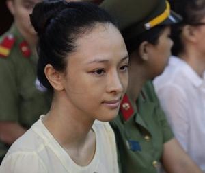 Vụ Hoa hậu Phương Nga: Có hay không chuyện 'chia tay- đòi quà'?