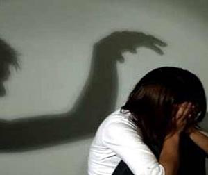 Xông vào phòng trọ hiếp dâm rồi ghi hình để đe dọa