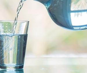 Nếu mỗi buổi trưa bạn uống 1 cốc nước lọc để lạnh điều gì sẽ xảy ra với cơ thể sau 1 tuần?