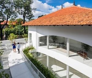 Hô biến nhà 70 tuổi ở Sài Gòn thành dinh thự hiện đại đẹp miễn chê